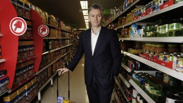 UBS says Coles boss John Durkan has been too slow to respond to Woolworths' $1 billion investment in prices and service.