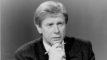 Kerry O'Brien presented Lateline when it premiered in 1990.
