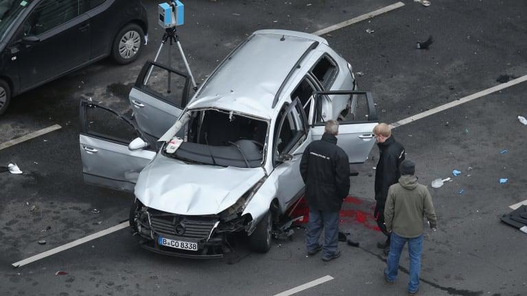 police in germany investigate explosive device in central berlin. Black Bedroom Furniture Sets. Home Design Ideas