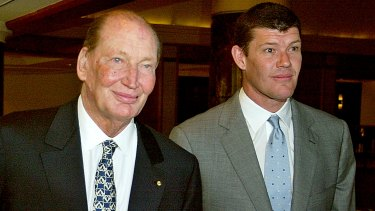 Kerry Packer (left) with his son James in 2004.