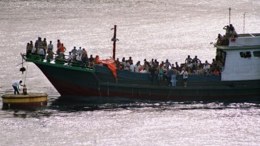 Refugees arrive at Christmas Island in November 1999.