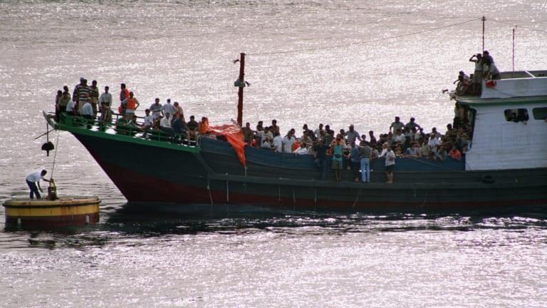 Refugees arrive at Christmas Island in November 1999.