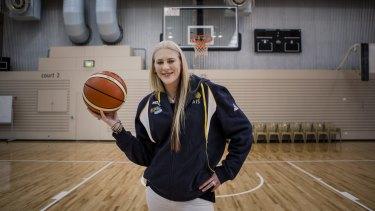 Australian basketball player Lauren Jackson announced her retirement from the game on Thursday morning.