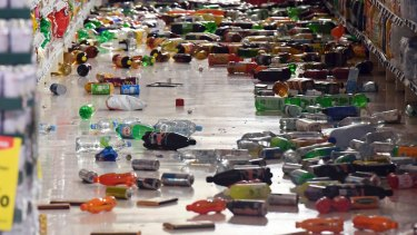 Groceries litter the aisle of a supermarket in Miramar.