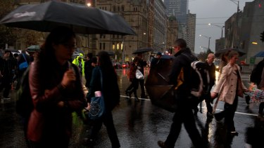 Australian commuters are now spending an extra hour a week travelling to and from work, a new report has found.