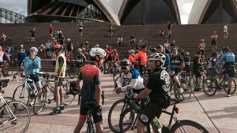 Cyclists paid tribute to champion British rider at a memorial ride to the Sydney Opera House after his death in the Indian Pacific Wheel Race last year.