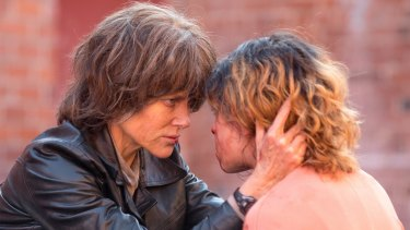 Nicole Kidman (left, Erin Bell) and Tatiana Maslany (Petra) in Destroyer.