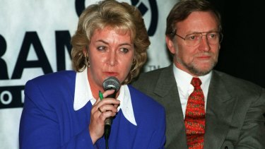 In 2002, Laurie Oakes controversially reported a relationship between Cheryl Kernot and Gareth Evans after she omitted the relationship from her autobiography.