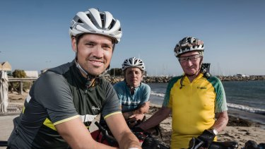Race organiser and racer Jesse Carlsson (left) before the start of the Indian Pacific Wheel Race last year, with fellow riders Sarah Hammond and Paul Ardil.