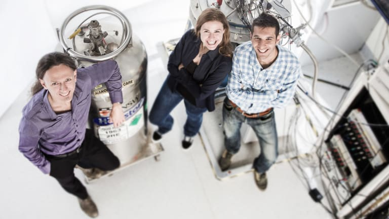 Project leader Andrea Morello (left) and lead authors Stephanie Simmons and Juan Pablo Dehollain in the UNSW laboratory where the experiments were performed.
