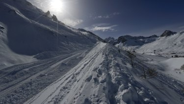 French officials say an avalanche has struck the Alpine ski resort of Tignes.