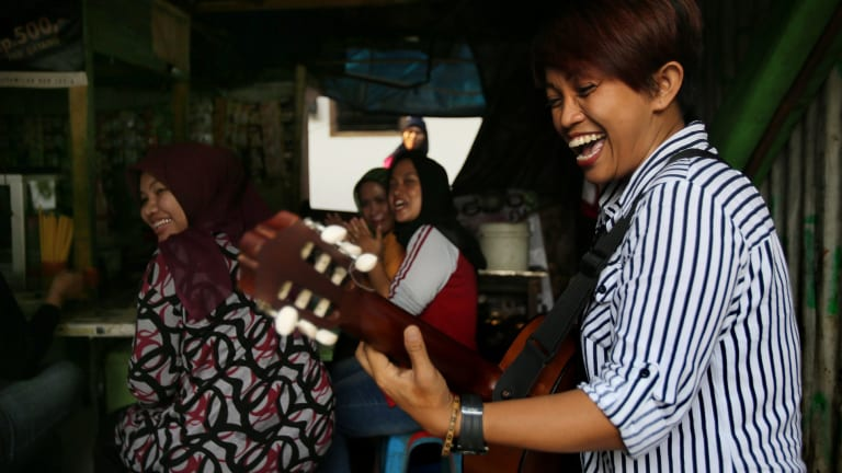 A lighter moment for Titi and her audience.