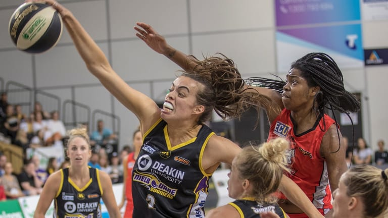 Boomer Louella Tomlinson controls a rebound in front of Perth's Amanda Dowe during their WNBL semi-final clash on Wednesday night.