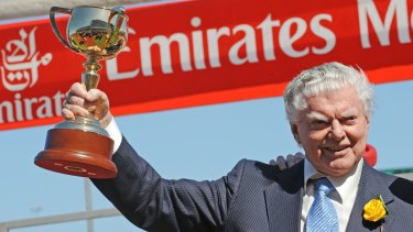Bart Cummings with the Melbourne Cup after Viewed's win in 2008.