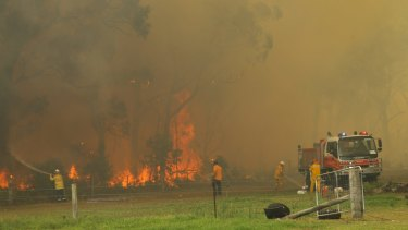 Bushfires threaten homes along Cabbage Tree Road, Williamtown.