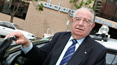 The former CEO of Cabcharge, Reg Kermode, invited Mr Hockey to call him directly.