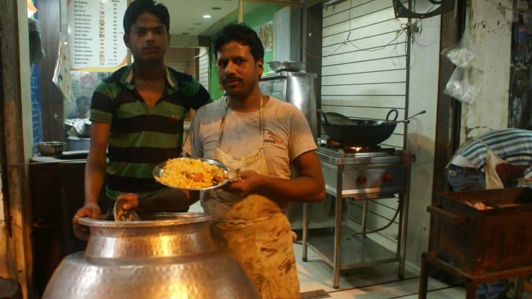 Roadside food vendors in Delhi sell chicken biryani - for Amrit Dhillon 's cow vigilante story
