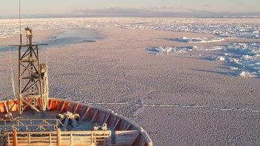 Navigating the white world of Antarctic winter sea ice