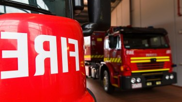 A fire at a power substation has blacked out homes east of Perth.