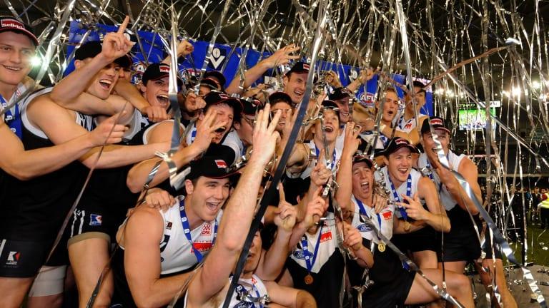 North Ballarat celebrating the 2010 premiership.