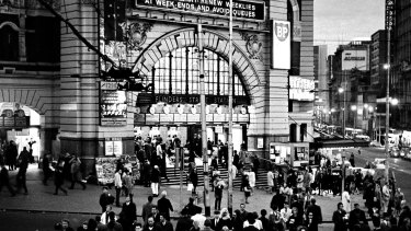 Rush hour under the clocks at Flinders Street Station in 1968.