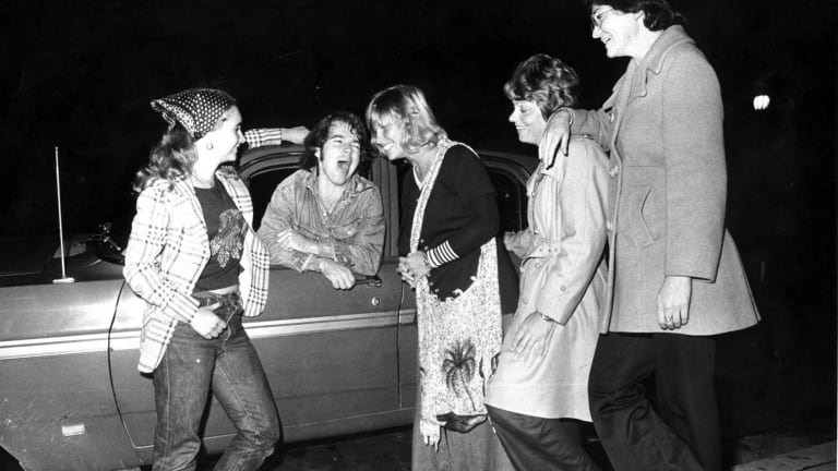 "Bob Hudson of <i>The Newcastle Song</i> fame chats up some ""birds"" in Hunter Street in 1975 - from left, Annette Jorgenson, Peggy Martinus, Margaret Stuart and Jenny Klinberg."