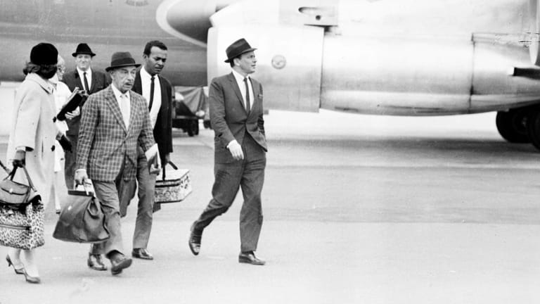 Frank Sinatra arrives in Sydney for his 1961 tour.
