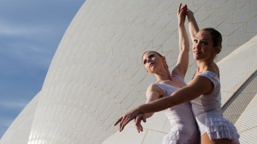 Emma and Missy, aerial acrobats who performed at TEDx Sydney.