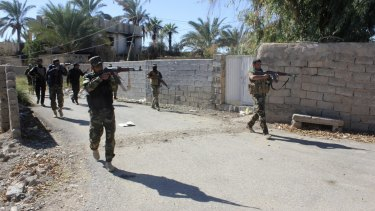 Iraqi security forces and Shiite fighters in Diyala province.