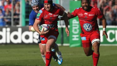 Matt Giteau of Toulon breaks with the ball during the Heineken Cup this year.