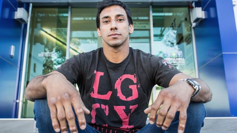 To the rescue: Jiu-jitsu Thiago Braga.