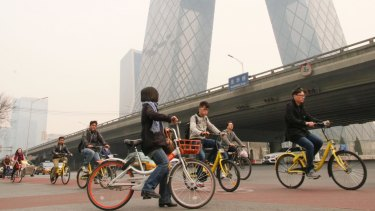 Tired of jammed bus and tight security checks at subway stations, Beijing commuters have adopted share bikes.