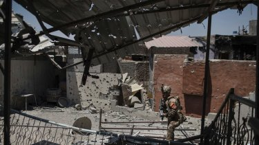An Iraqi soldier walks by a damaged house during fighting against Islamic State militants in the Old City of Mosul on Tuesday.
