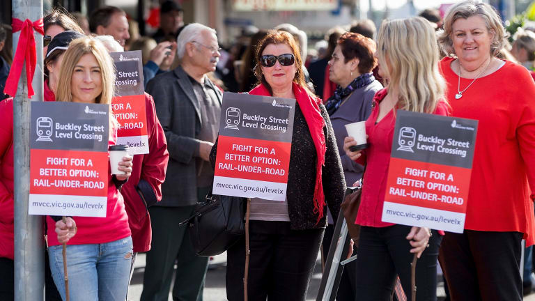 Level crossings: Hundreds rally against government's ...