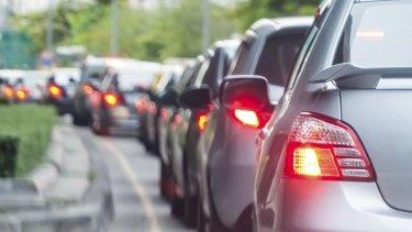 Brisbane traffic: M1 delayed by crash at Holland Park West