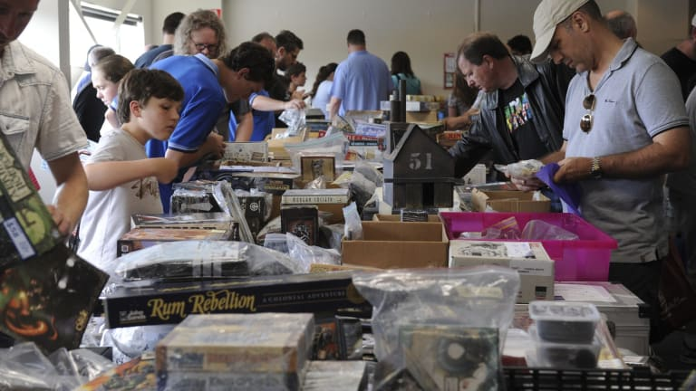Secondhand games for sale at CANCON.