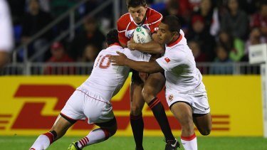 Tongan flanker Sione Vaiomounga (right).