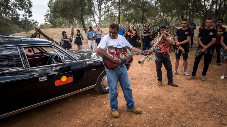 A song about Mungo Man and Mungo Lady at the ceremony in Wagga Wagga.