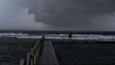 A southerly change and very high humidity brought heavy rains to Sydney on Thursday.