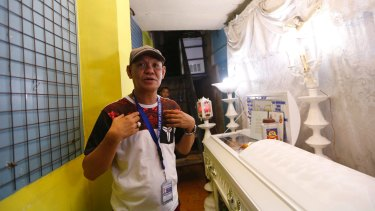 Saldy Delos Santos, father of Kian Loyd at his wake