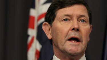 Defence Minister Kevin Andrews has spoken with his Japanese counterpart to urge Japan to participate in the evaluation process to build Australia's next fleet of submarines.