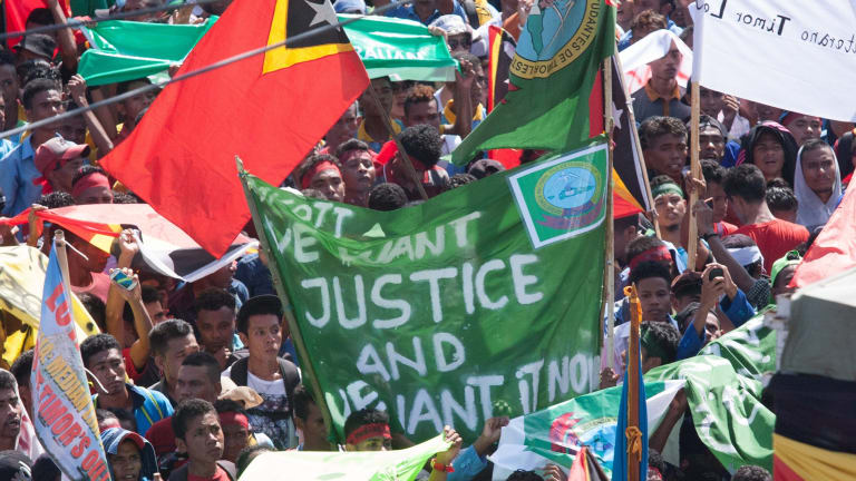 Protesters in Dili demand that Australia negotiate over the Timor Sea boundary.