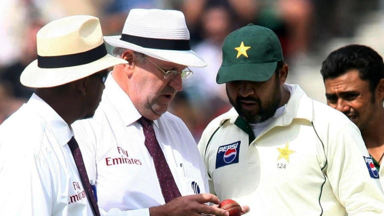 Darrell Hair, centre, and Billy Doctrove, left, examine the match ball with Pakistan captain Inzamam-ul-Haq on the fourth day of the fourth Test against England in 2006.
