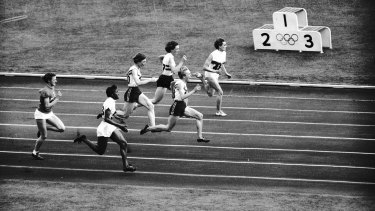 Betty Cuthbert surges towards the lead in the 100m at the Melbourne Olympics.