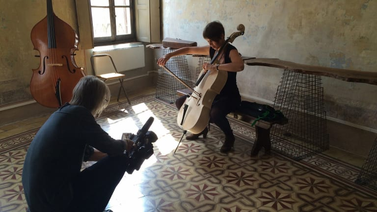 Scott Hicks filming cellist Sharon Draper in <i>Highly Strung</i>.