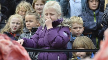 Children react to the dissection of a lion in Odense Zoo on Thursday.