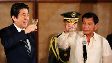 Japanese Prime Minister Shinzo Abe, left, and Philippine President Rodrigo Duterte toast during a state banquet at the Malacanang Palace in Manila, before visiting Mr Duterte's hometown of Davao.