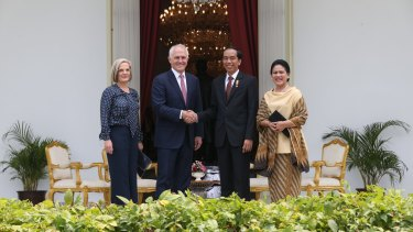 Prime Minister Malcolm Turnbull and wife Lucy met with Indonesian President Joko Widodo and his wife Iriana at the Presidential Palace.