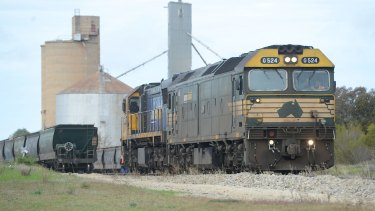 A grain train on its journey between Piangil  and the Port Melbourne.