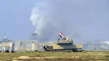 An Iraqi Army tank confronts Islamic State fighters in Ramadi, Iraq, last month.